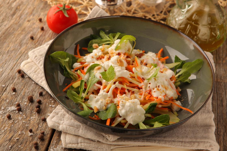 Ресторан The Waiters - фотография 14 - Хрустящий салат с зёрненым творогом и молодой морковью