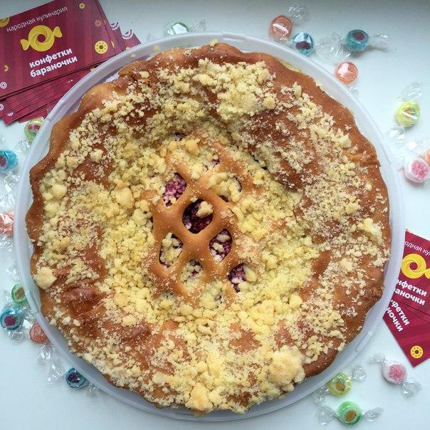 Ресторан Конфетки-бараночки - фотография 2 - Ароматный малиновый пирог