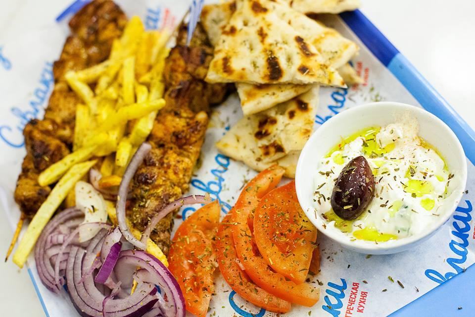 Ресторан Пита & Сувлаки - фотография 3 - Мерида-мясное блюдо из курицы/телятины/свинины/котлеты-бифтеки