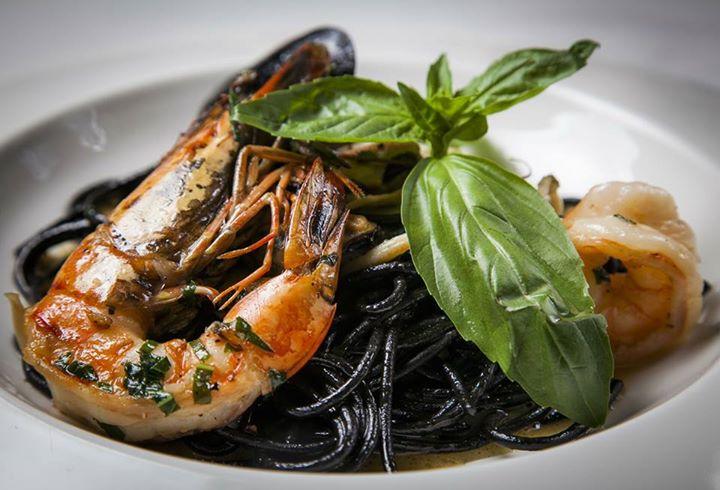 Ресторан Discovery - фотография 40 - Черные спагетти с дарами Средиземноморья