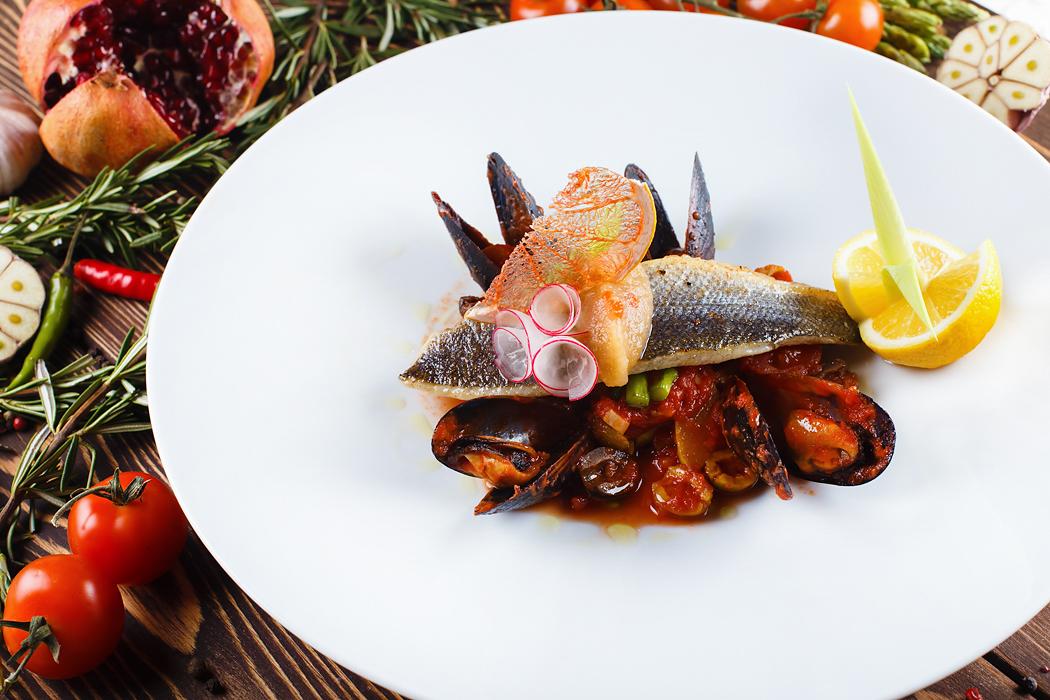 Ресторан Панорама - фотография 4 - Филе сибаса по-средиземноморски