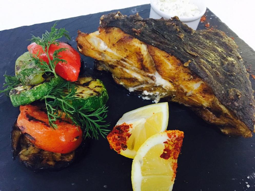Ресторан Парус - фотография 5 - Камбала на мангале!