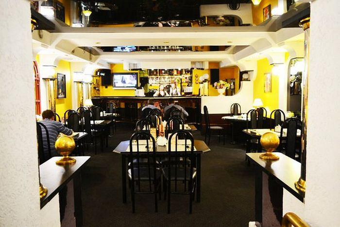 Ресторан Театральная площадь - фотография 2 - Основной зал на 40 человек