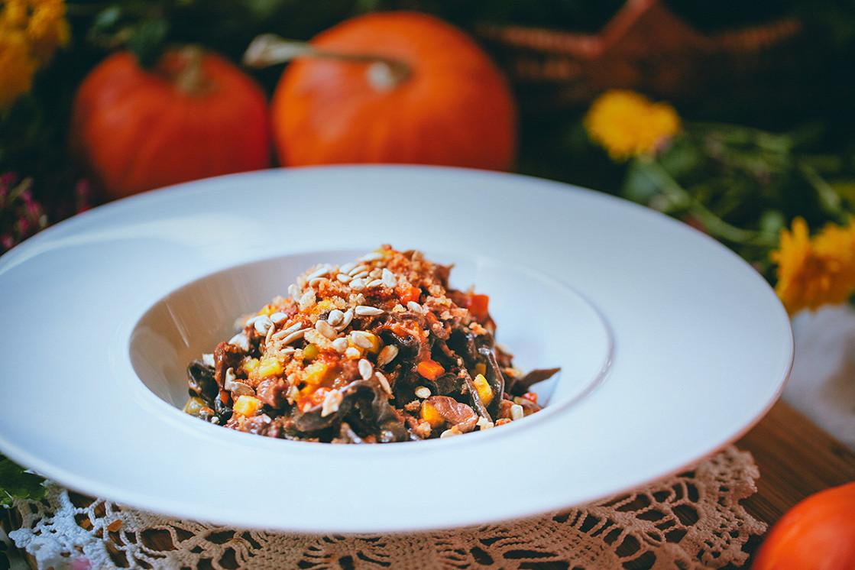 Ресторан Северянин - фотография 3 - Черемуховая лапша с мясным рагу и печеной тыквой