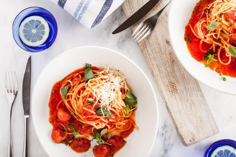 Ресторан Pesto Café - фотография 1 - Спагетти с томатами черри и базиликом.