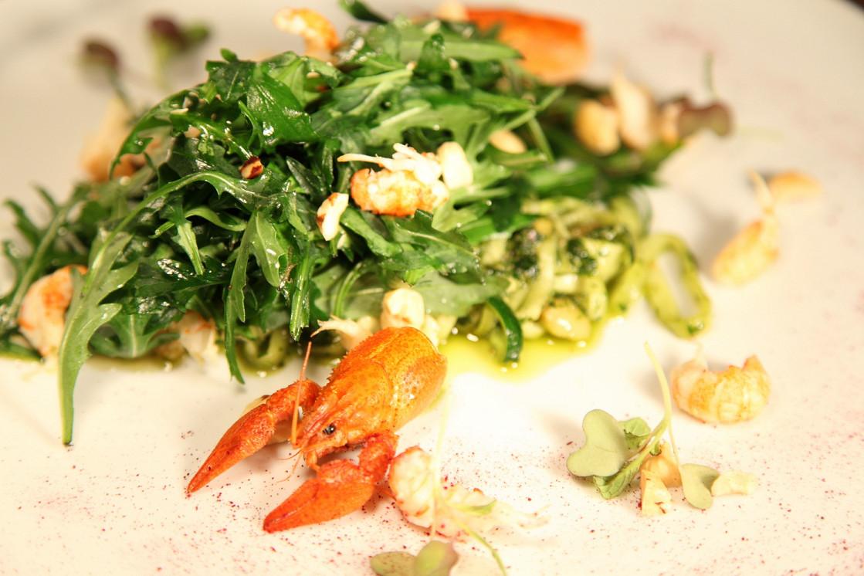 Ресторан День - фотография 1 - Руккола с раковыми шейками и спагетти из цукини
