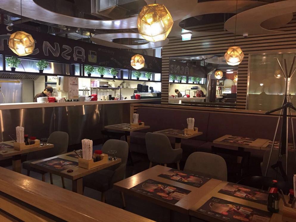 Ресторан Menza - фотография 2 - Открытая кухня