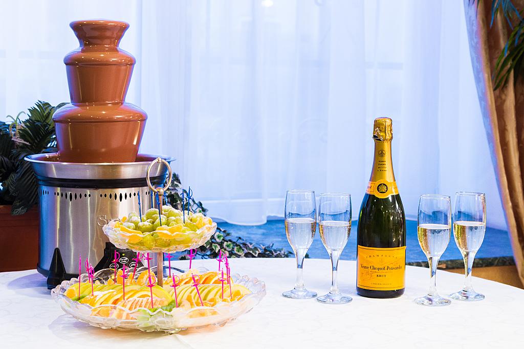 Ресторан Оазис - фотография 3 - Шоколадный фонтан в ресторане Оазис
