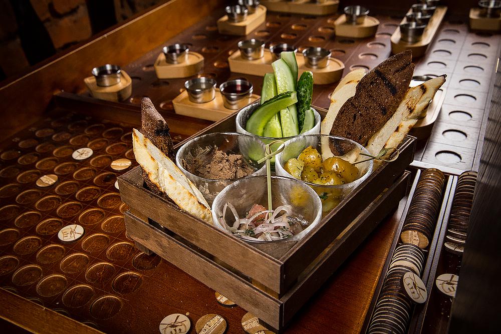Ресторан Строганина-бар «Экспедиция» - фотография 8 - Алкогольный Морской Бой - определит кто в море хозяин.