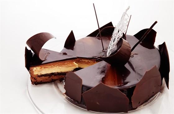"""Ресторан Lightbar - фотография 6 - Торт """"Метис"""" с муссом из темного шоколада и нежным ванильным крем-брюле"""