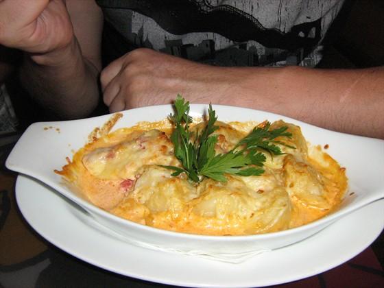 Ресторан Любо-дорого - фотография 4 - Пельмешки с куринным мясом в сливочном соусе