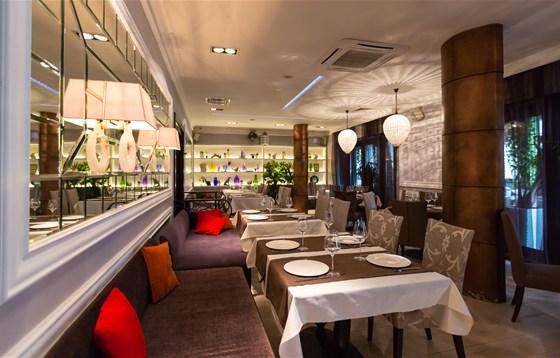 Ресторан O'Jules  - фотография 4 - Банкетный зал