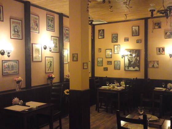 Ресторан Саксония - фотография 1 - Фрагмент зала для некурящих.