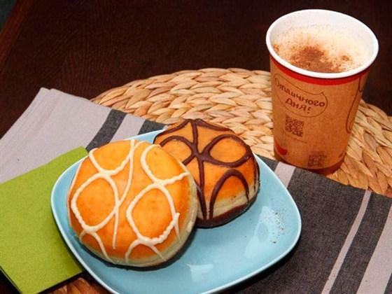 Ресторан Coffee and the City - фотография 4 - Кофе и донаты из кофейни