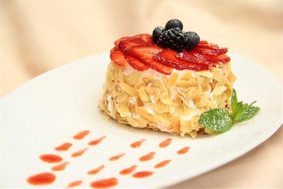 Ресторан Jourbon - фотография 17 - Чиз-Кейк домашний с лесными Ягодами
