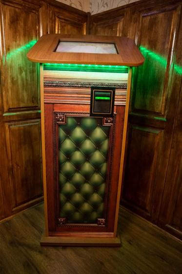 Ресторан Boston Party Pub - фотография 11 - Музыкальный аппарат