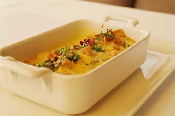 Ресторан Де Марко - фотография 30 - Каннелони с уткой, запеченные с подкопченным сыром скаморца  под сливочно-грибным соусом