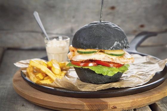 Ресторан Zinger Grill - фотография 4 - Фирменный black burger