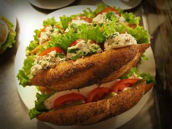 Ресторан Garçon - фотография 2 - Фирменные сендвичи Гарсон
