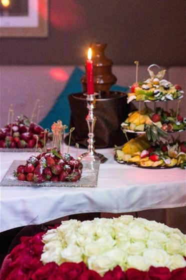Ресторан Mon ami - фотография 9 - Шоколадный фантан