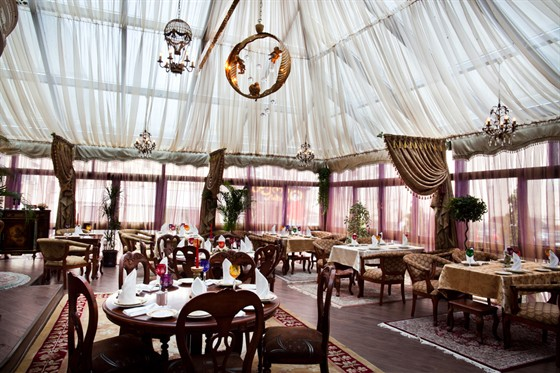 "Ресторан Gotinaza - фотография 1 - Зал ""Зимний сад"","