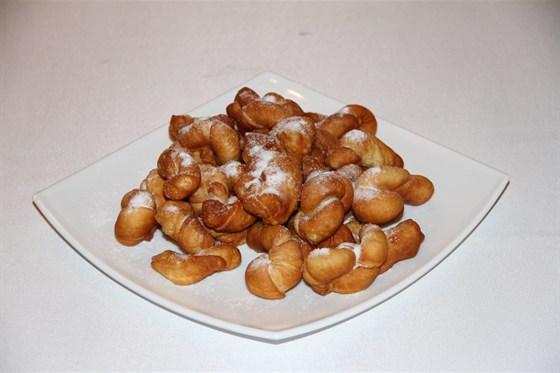 Ресторан Алтаргана - фотография 1 - Калмыцкое угощение - Борцоки