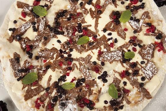 Ресторан Джанни - фотография 1 - Пицца Dolce Nutella