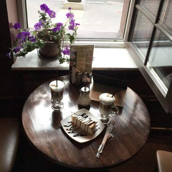 Ресторан Coffee Cherry - фотография 1