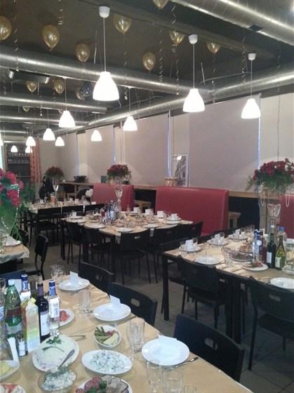 Ресторан 2.0 - фотография 6 - Вариант зала свадебного банкета на 80 персон