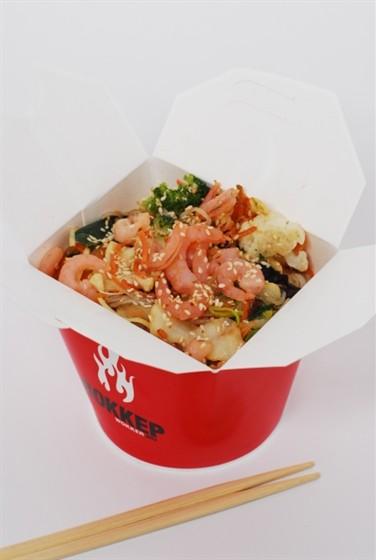 Ресторан Воккер - фотография 7 - Вок «Креветки в устричном соусе» с яичной лапшой, 400 гр за 250,-