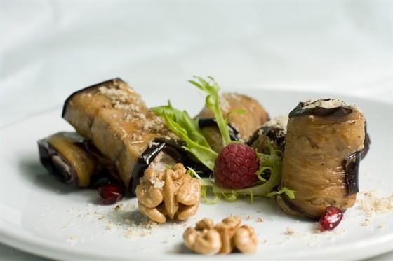 Ресторан Жажда вкуса - фотография 16 - Баклажаны с ореховой начинкой.