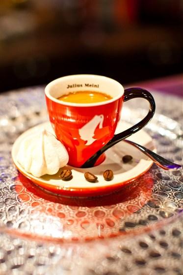 """Ресторан Mexican Club - фотография 1 - для настоящих кофеманов мы предлагаем классику (""""венский вариант"""" - класс премиум)"""
