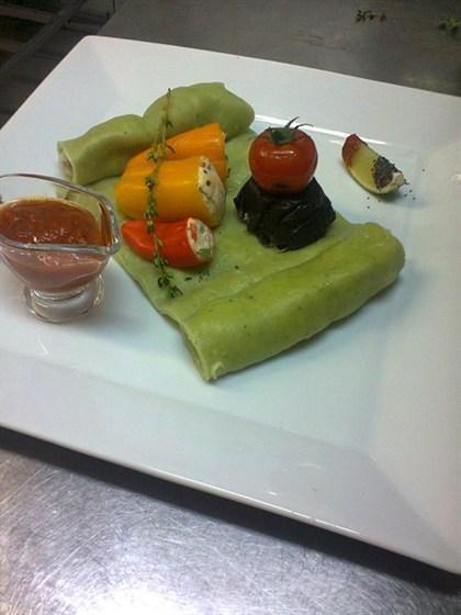 Ресторан Лехаим - фотография 7 - Филе судака на шпинатной лазанье с муссом из лосося