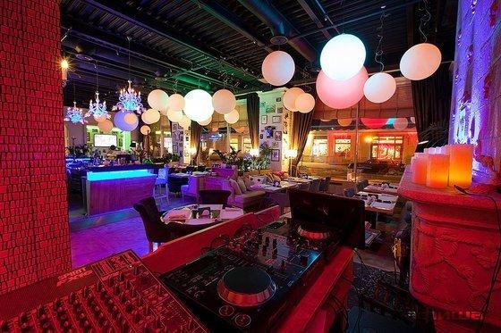 Ресторан Follow Me Café - фотография 9