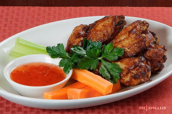 Ресторан Плотников  - фотография 11 - Хрустящие куриные крылья с кисло-сладким соусом