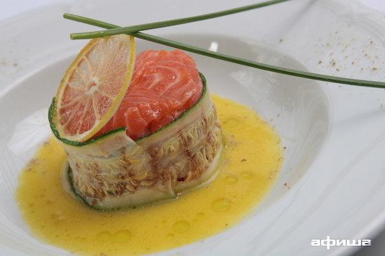 Ресторан More - фотография 10 - Тар-тар из шотландского лосося и сибаса с  цитрусовой заправкой