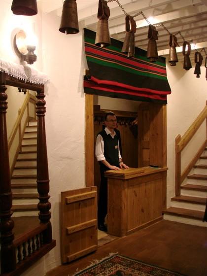 Ресторан Баба Марта - фотография 13 - те самые КОЛОКОЛЬЦА, в которые бьют для исполнения желаний