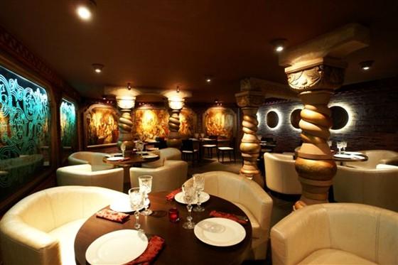 Ресторан Тройка - фотография 8 - Малый зал