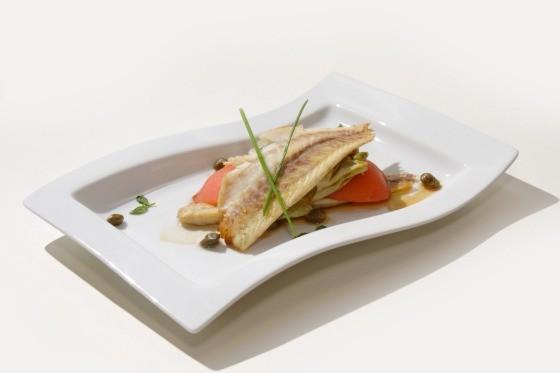 Ресторан Fantasia del Mare - фотография 10 - Филе Морского волка с теплым авокадо