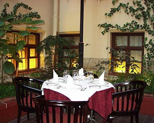 Ресторан Дворец князя Кочубея - фотография 5 - Ресторан. Атриум (зимний сад).