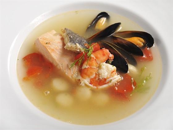 Ресторан Farina Bianca - фотография 7 - Средиземноморский рыбный суп (черная треска, лосось, мидии, гребешки, тигровые креветки) - 550 руб.
