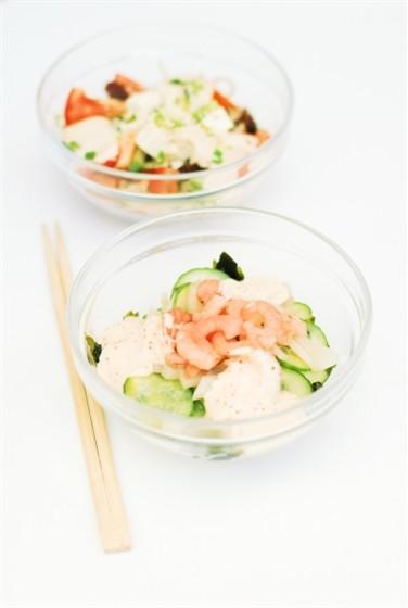 Ресторан Воккер - фотография 16 - Салат с морепродуктами и стеклянной лапшой, 160,– Салат овощной с тофу и ореховым соусом, 160,–