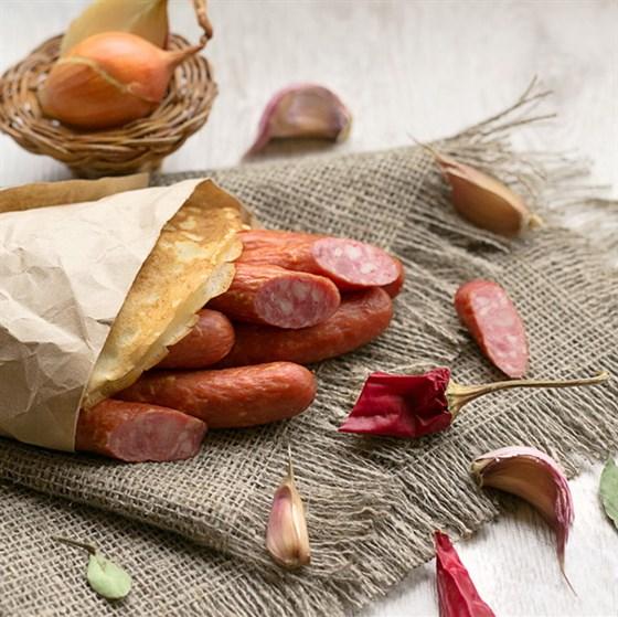 Ресторан Блин-клуб - фотография 11 - Сытный блинчик с охотничьими колбасками.
