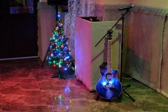 Ресторан Ялта - фотография 2 - Живая музыка и гитара