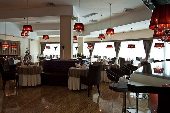 Ресторан Talk of the Town - фотография 1 - Основной зал ресторана