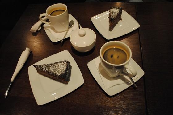 Ресторан Coffee Is - фотография 10 - Трюфельный торт и кофе американо.