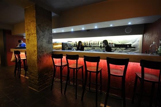 Ресторан Виносыр - фотография 1 - Барная зона