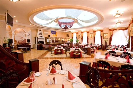 Ресторан Рояль - фотография 2 - Ресторан Рояль