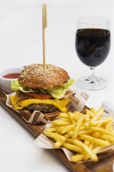 """Ресторан Гастроном - фотография 7 - Роял чизбургер """"Гастроном"""""""