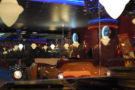Ресторан Beverly Hills Diner - фотография 17 - Курительный зал. А есть для НЕкурящих.